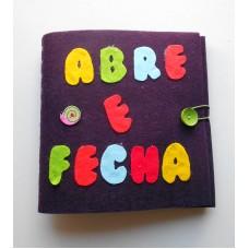 """Livro """"Abre e Fecha"""" 24x24cm 200g"""